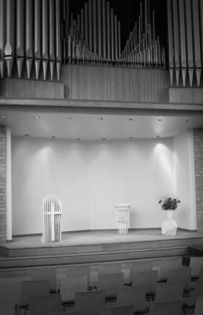 modern liturgisch meubilair